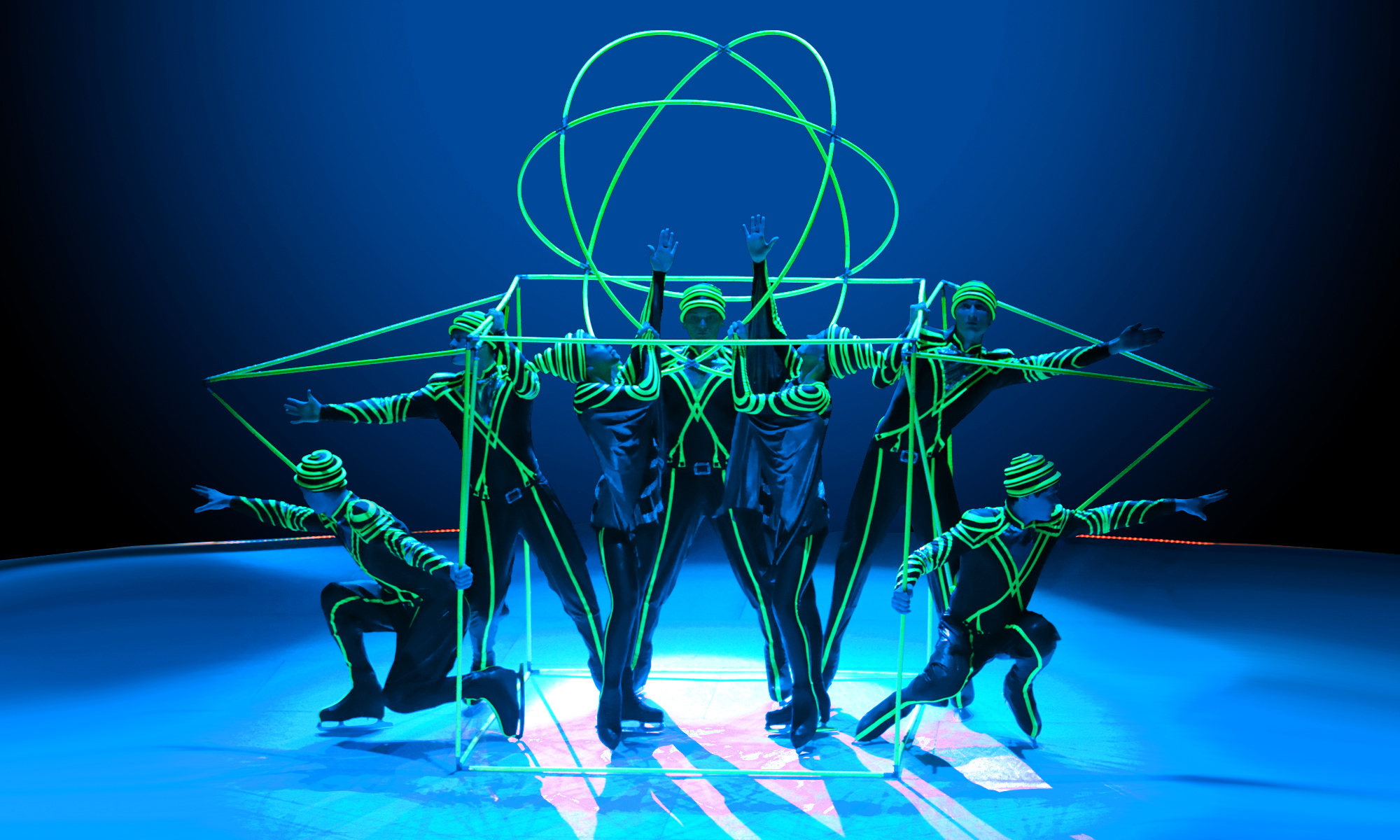 fluorescente geometrical fugures Moscow circus on ice