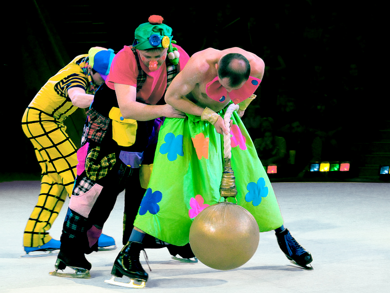 "clowns ""Heavy weight"" reprise oscow circus on ice"