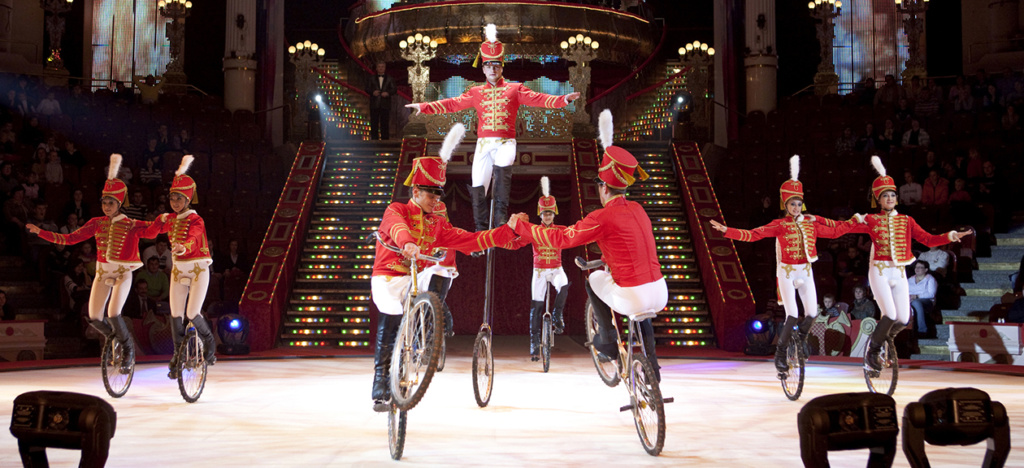 Моноциклы на льду в Московском цирке Никулина