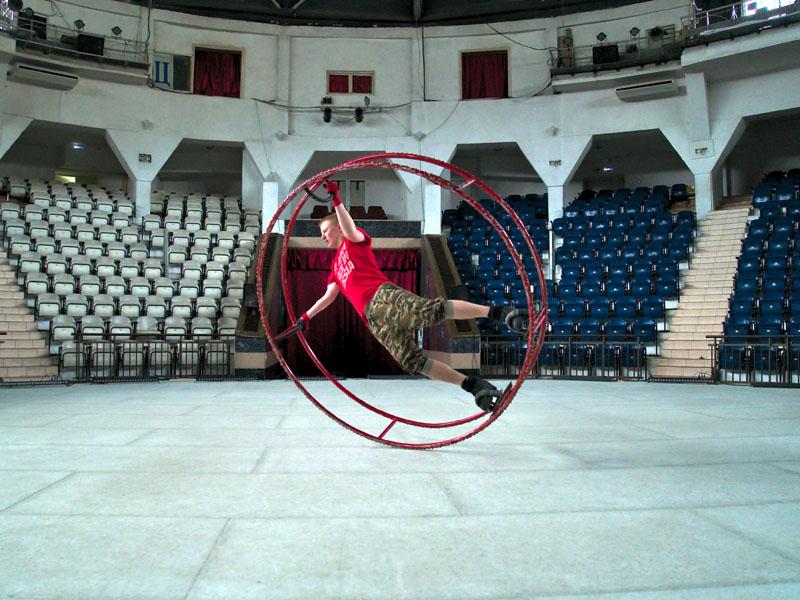 Репетиция номера Реннские колеса на льду