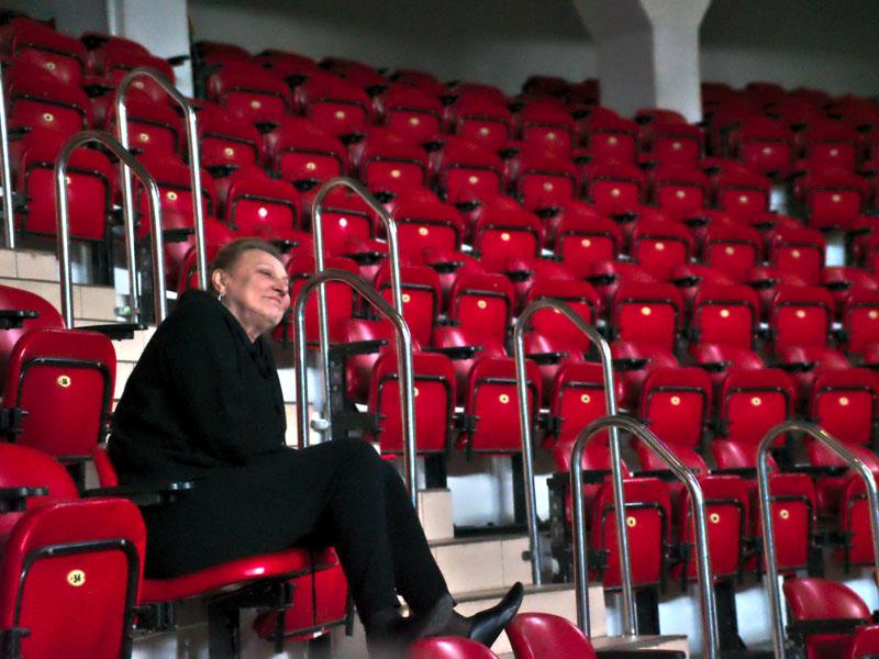 Директор Московского цирка на льду Наталия Абрамова довольна репетициеей в цирке имени Тезикова в Симферополе